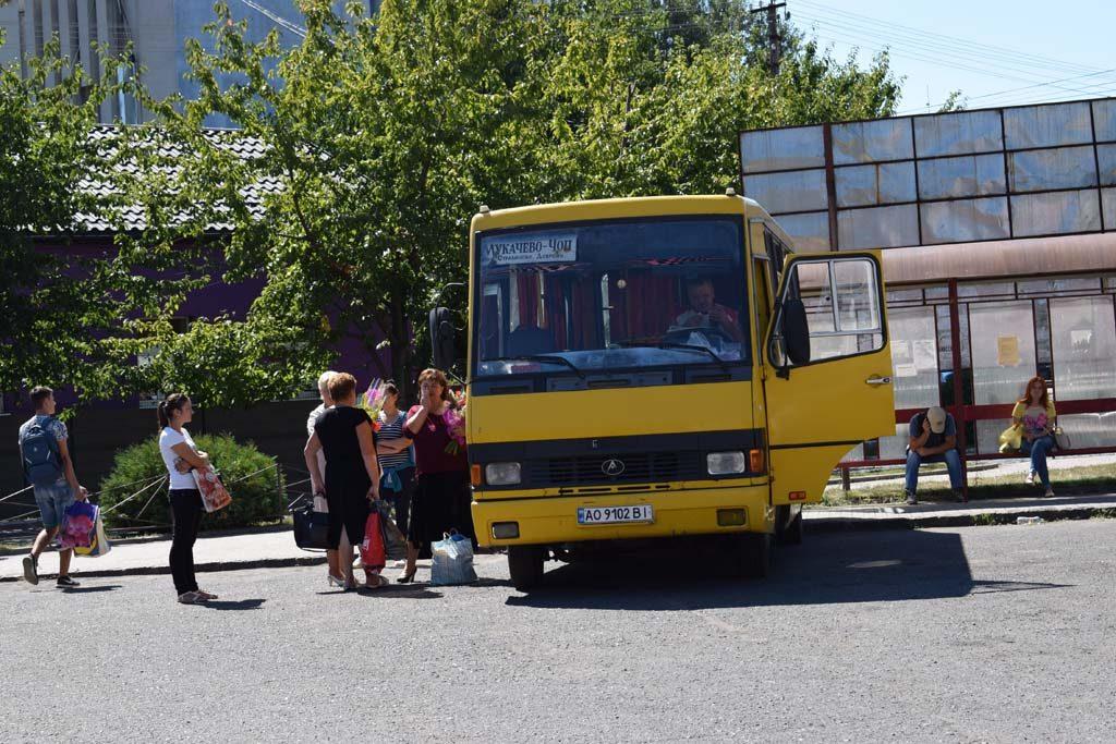 Munkácsig közlekedő busz Csapon