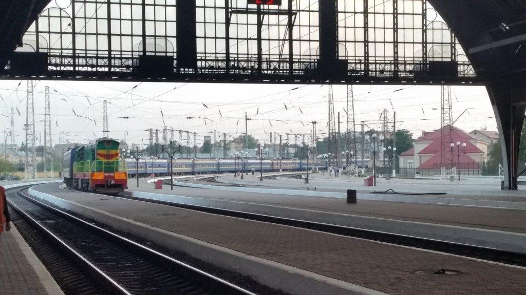 Ukrajnában a távolsági vonatok nagyon hosszúak...