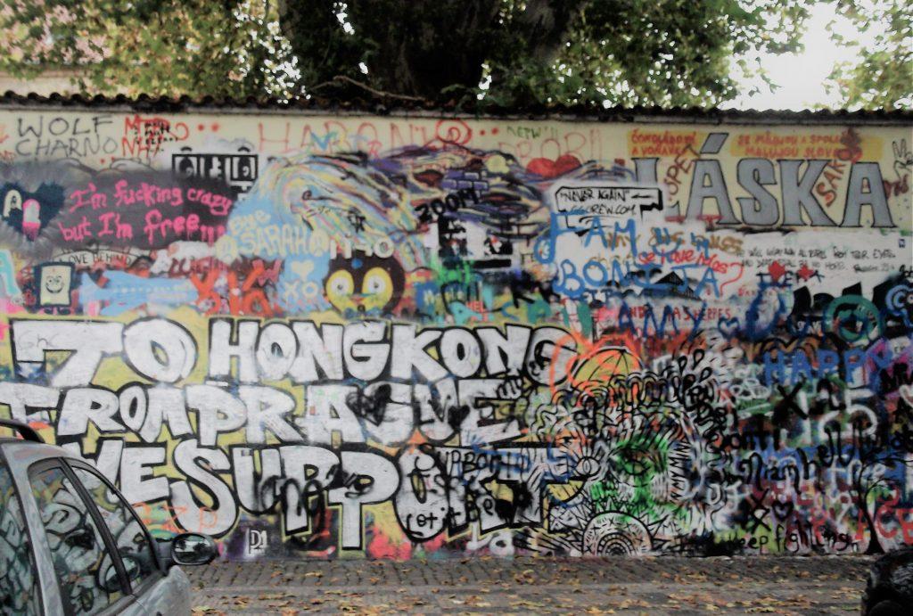 John Lennon fal Prágában
